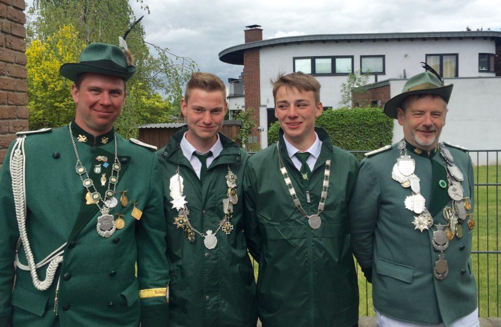 Bruderkönig Ron Leschner, Jungschützenkönig Tobias Kuß, Schülerprinz Jörn Porta und Schützenkönig Stefan Jansen